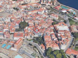 Panorámica da Cidade Vella da Coruña. En vermello, soar no que se localizaron os restos de cerámica analizados no artigo. Fonte: Google Maps.