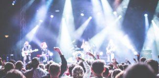 Nos espectáculos musicais e artísticos, reláxanse as restricións tanto nas actividades con público sentado como de pé. Foto: Pixabay.