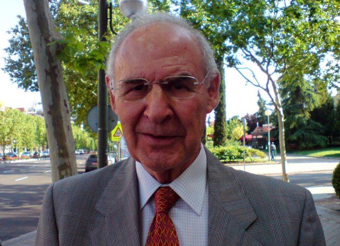Emiliano Aguirre, nunha foto de 2007.