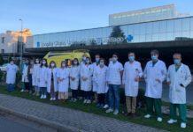 O grupo de investigación que participa no proxecto, xunto a representantes do IDIS e a área sanitaria de Santiago. Foto: IDIS.