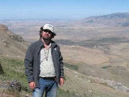 O xeólogo Pedro Castiñeiras, facendo traballo de campo no centro-oeste de Estados Unidos.