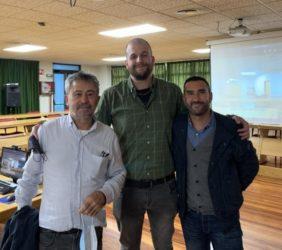 Adrián Casanova, no centro, cos directores da súa tese, Paulino Martínez (esquerda) e Manel Vera (dereita). Foto: USC.
