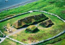 Asentamento dos viquingos na Enseada das Medusas, en Terranova, única evidencia arqueolóxica da súa presenza en Norteamérica.